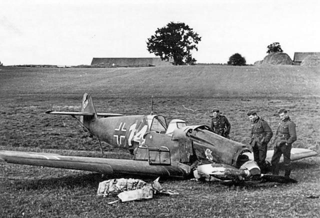 Messerschmitt bf 109d1 2 jg21 red 14 walter nuhr